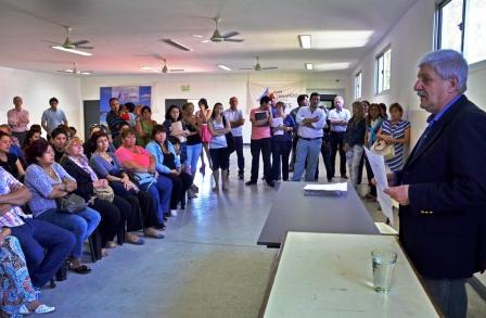 Luis Andreotti estuvo presente en la entrega y firma del Acta de Tenencia Precaria de las viviendas usurpadas