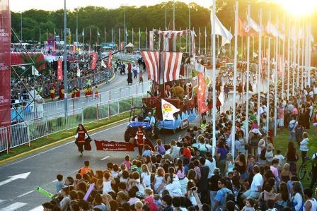 Alparamis realizó en Tigre su tradicional desfilenavideño
