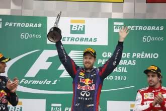 Vettel termina a lo grande: 9 triunfos seguidos y 13 en el año