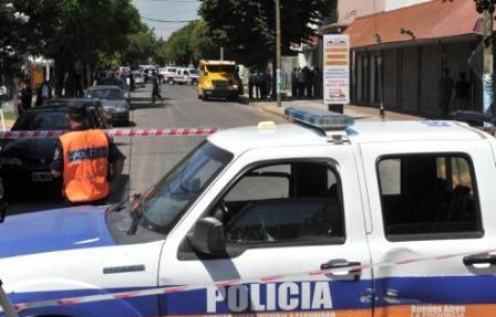 Un jubilado murió y tres embarazadas quedaron heridas tras el ataque a un blindado en Moreno