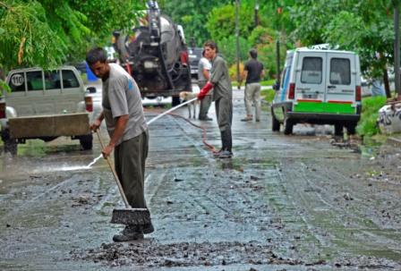 Realizan en San Fernando trabajos de limpieza de sumideros por las fuertes lluvias