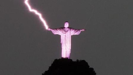 Inician la restauración de la mano del Cristo Redentor dañada por un rayo
