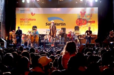 Nonpalidece deslumbró a miles de vecinos con su reggae