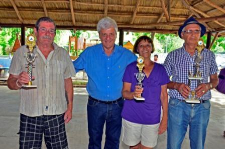 Luis Andreotti visitó a los abuelos en su colonia y presentó un nuevo Quincho