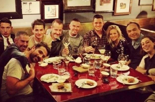 Lopilato y Bublé celebrando junto a sus amigos en Milán
