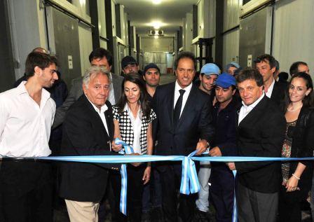 El gobernador Daniel Scioli durante la recorrida por la planta marplatense Frío Polar
