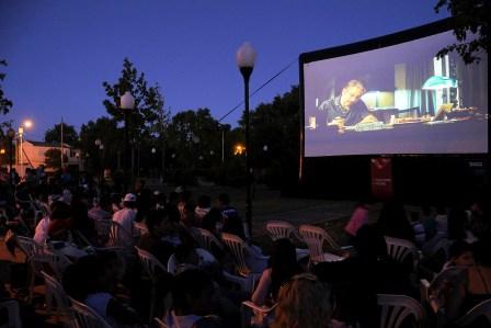 El encanto del Cine vuelve a vivirse a cielo abierto en las plazas de Tigre
