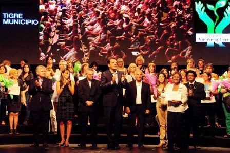 Massa y Zamora homenajearon a los familiares de víctimas de la violencia