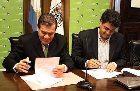 El intendente de Vicente López, Jorge Macri, y el Ministro de Seguridad, Guillermo Montenegro firmaron hoy un convenio de cooperación