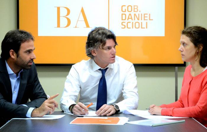 Nicolás Scioli, vicepresidente ejecutivo del Grupo Provincia, junto a Estanislao Claisse, subgerente general y gerente comercial de Provincia Leasing, y Victoria Lavazza, gerente general de provincia leasing