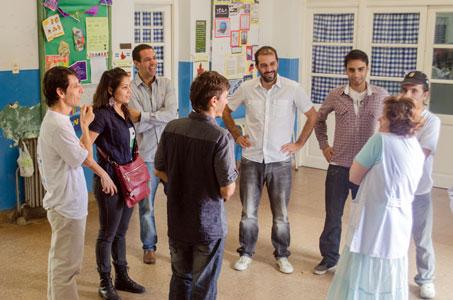 El Frente para la Victoria de Vicente López entregó guardapolvos y kits de útiles escolares a los alumnos