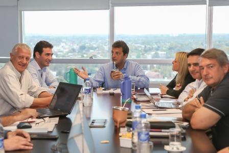 Massa propone terminar la reelección indefinida y la lista sábana