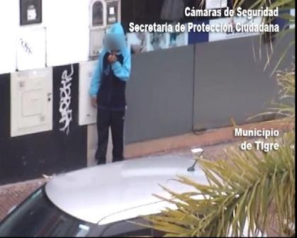 Las cámaras de Tigre atrapan delincuentes que robaron en la puerta de un banco