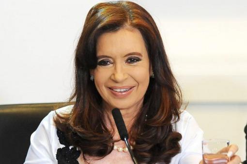 La presidenta Cristina Fernández de Kirchner anunció hoy un aumento del 40 por ciento en la Asignación Universal por Hijo