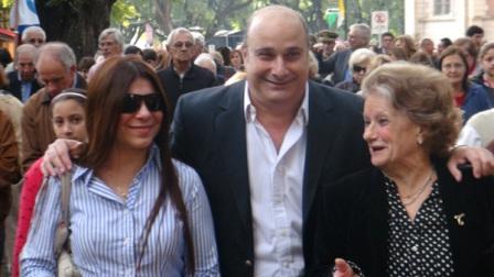 El titular del HCD de San Isidro,Carlos Castellano, crealizó la procesión por las calles del centro de la ciudad