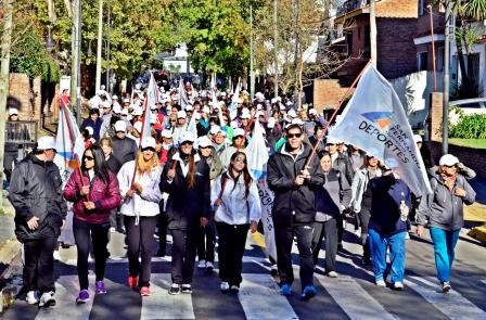 Más de 700 personas disfrutaron la Caminata Familiar 2014
