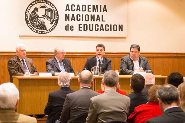 Sergio Massa visitó la Academia Nacional de Educación