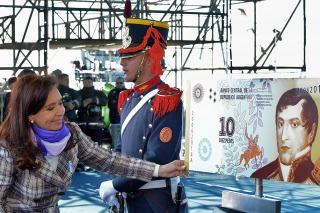Cristina presentó el nuevo diseño del billete de 10 pesos en homenaje a Belgrano