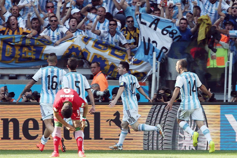 Con un golazo de Messi Argentina se metió en octavos del mundial tras un frustrante partido del equipo