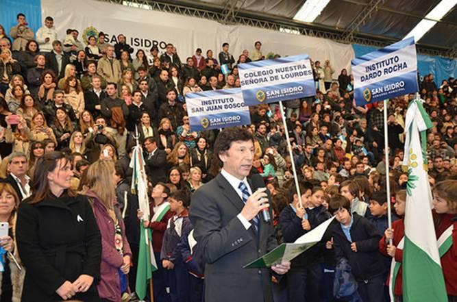 Más de 2.500 alumnos de San Isidro prometieron lealtad a la bandera