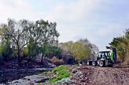 Continúan con los trabajos de ensanche, profundización y limpieza del arroyo Fate
