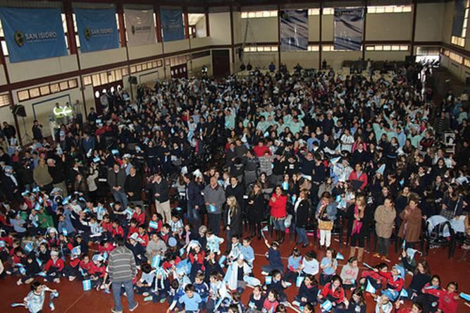 Más de 1.000 alumnos miraron el partido en el Colegio Santa Isabel