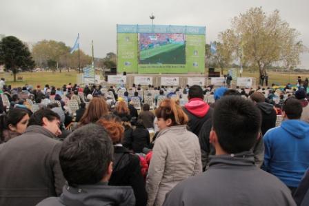 Miles de vecinos disfrutaron el partido de Argentina en las Pantallas de Vicente López
