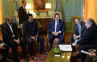 El gobernador bonaerense, Daniel Scioli y el ministro de Seguridad, Alejandro Granados firmaron hoy la resolución que crea la Policía Local para los distritos de más de 70.000 habitantes