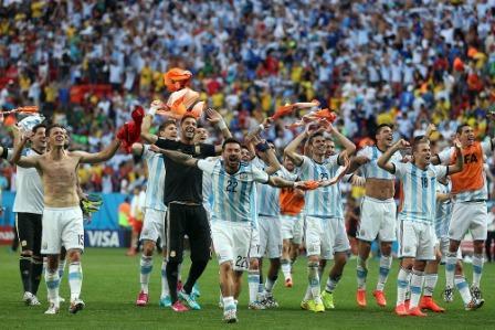 Argentina se juega ante Holanda el penúltimo paso a la gloria