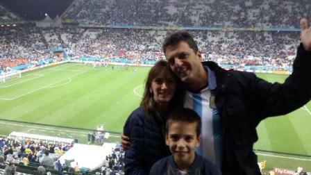Acompañado de su hijo menor y su esposa, Malena Galmarini, el diputado nacional Sergio Massa celebró el triunfo de la Selección Argentina