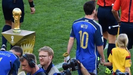 Lionel Messi ganó el balón de oro al ser elegido el mejor jugador del mundial