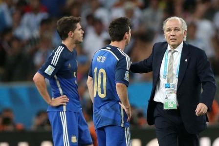 Argentina pagó caro la falta de eficacia y el único error que tuvo en defensa - Sabella y Messi