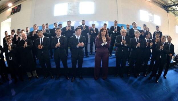 La presidenta Cristina Fernández de Kirchner saludó a la Selección Nacional de Fútbol y a su equipo técnico, en el predio de la AFA