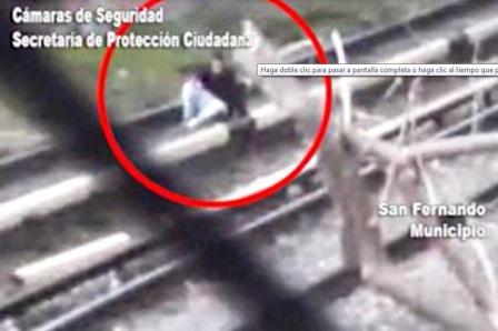 Gracias a las cámaras de seguridad salvan la vida de un joven suicida en San Fernando