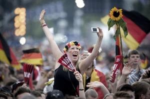 Un muerto, heridos y lo peor del racismo en los festejos de Alemania por la obtención de la copa del mundo