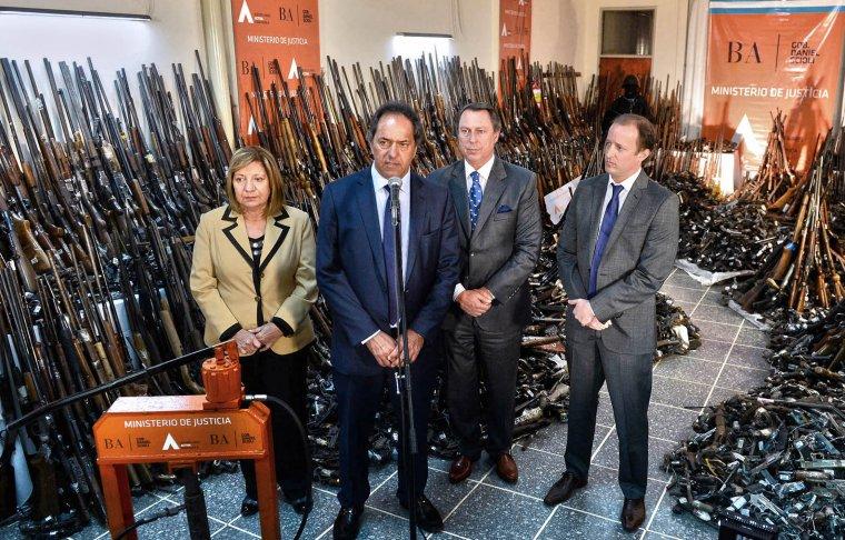 Scioli encabezó junto al ministro de Justicia bonaerense, Ricardo Casal, la destrucción de más de 14.495 armas de fuego