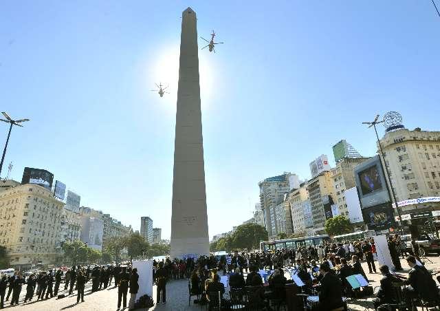 La Fuerza Aérea Argentina festejó sus 102 años con una colorida presentación