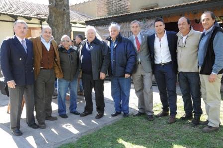 Castellano junto a los representantes del turf en la visita al Campo N° 2 de Entrenamiento