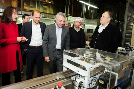 Julio Zamora participó de la apertura de una nueva linea de producción en una fábrica de Tigre
