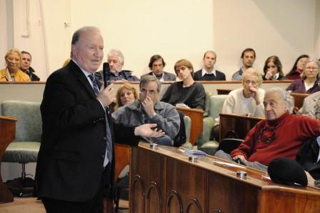 l abogado constitucionalista y presidente de la Fundación Ambiente y Recursos Naturales, Daniel Sabsay, brindó una ilustrativa conferencia en el Concejo Deliberante de San Isidro