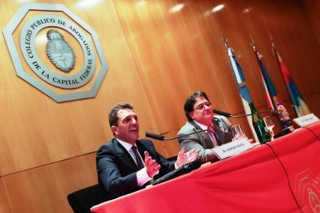 En el Día del Abogado, el diputado nacional, Sergio Massa, disertó en el Colegio de Abogados del Ciudad de Buenos Aires