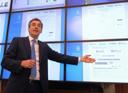 El ministro del Interior y Transporte, Florencio Randazzo, presentó el servicio de tramitación de Pasaporte a través de Internet