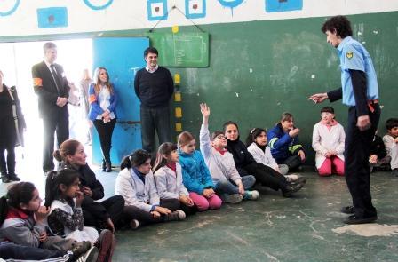 """La Fundación Motorola lleva a escuelas de Vicente López su programa """"Conectados por la seguridad"""""""