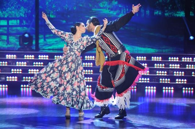 Hernán Piquín y Cecilia Figaredo fueron la primera pareja en entrar a la pista