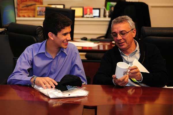 El intendente Julio Zamora, recibió al ajedrecista Jesús Tomas Falcón en su despacho