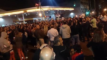 Multitudinaria marcha de vecinos en Villa Martelli en reclamo de mayor seguridad