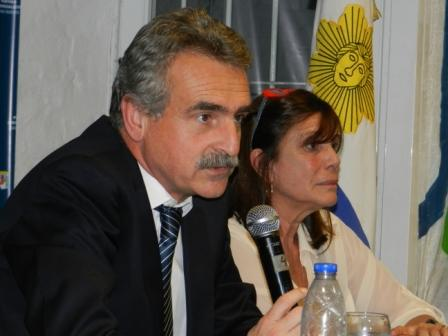 Rossi brindó anoche una charla abierta en la sede del PJ de San Isidro, provincia de Buenos Aires, acompañado por la diputada nacional y  titular del Consejo del PJ local, María Teresa García