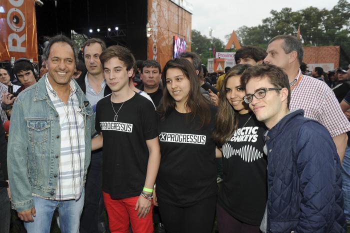 Scioli al participar de la última semifinal del concurso nacional de bandas Rockea BA 2014
