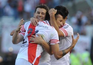 River consolida su liderazgo con una goleada ante Belgrano