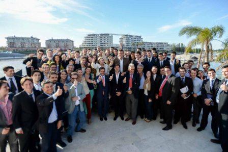 Sergio Massa mantuvo un encuentro con 70 jóvenes universitarios de 22 provincias que participan del Programa País Federal 2014 que organiza la Fundación Universitaria del Río de La Plata